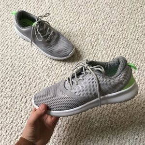 Champion cushion fit tennis shoes